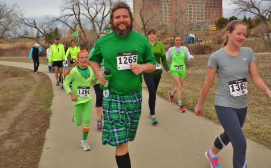 If you look to the left of the plaid shorts guy, you'll see me running in my crazy out fit