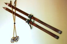 How_to_hang_Antique_Skis